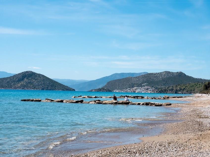 חופשת יוגה ופילאטיס ביוון חוף ים