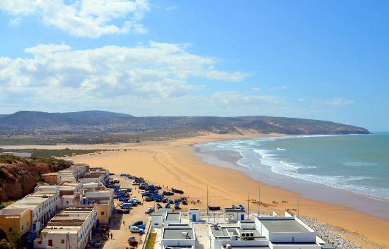 יוגה במרוקו חוף ים אסווארה